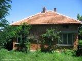 Сельский дом в красивой местности